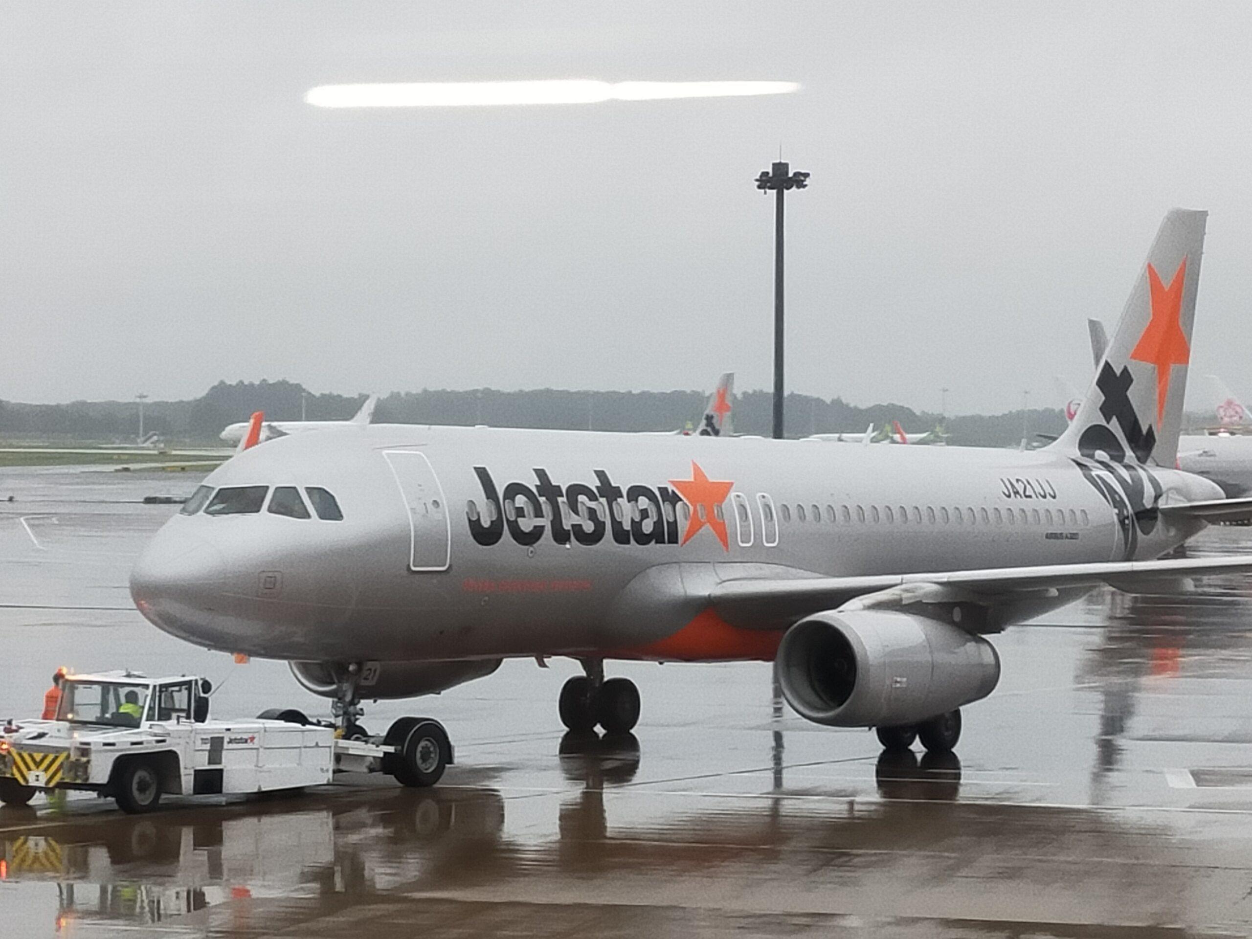 ジェットスターの飛行機の画像